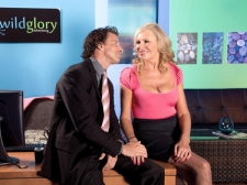 Pantyhose-Wearing Divorcee Acquires A Creampie