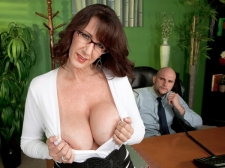 Fucking the humongous breasted MILF who's wearing glasses
