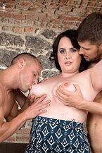Sarah Jane Gets Happy With 2 Studs
