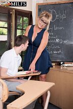 Newcomer Sheree shags her student